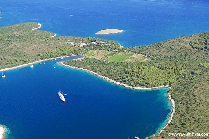 Hvar town Pakleni otoci vlaka beach